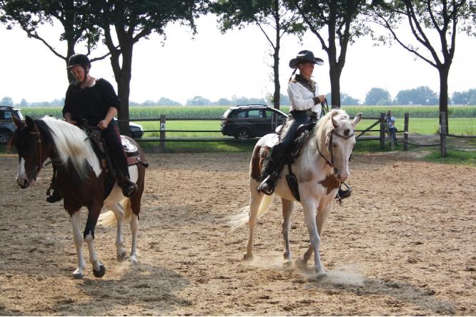 wildwest Überraschung im Ponystall und Wild Wild West
