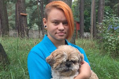 Auszubildene-Jessica-Tschesche-mit-hund-urmel Team - Tierschutzliga Dorf