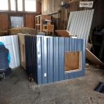 neue-hundehütte-blech-verkleidung-150x150 Eine neue Hundehütte für die Hunde von Unterheinsdorf