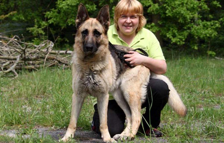 Isabell-und-ihre-Pflegerin Unsere Tierheimtiere