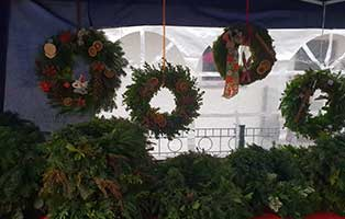 wollaberg-adventsmarkt-erfolg-kraenze-tanne Adventmarkt in Wollaberg war ein voller Erfolg