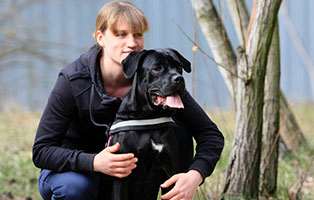 notfall-hund-cora-betreuerin-1 Aktuelles aus den Tierheimen