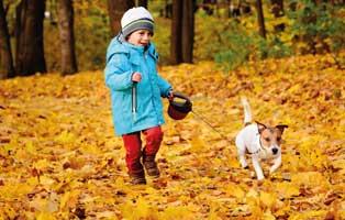 kind-mit-hund-im-herbst Elliot - alter Tierschutzhund möchte sich verabschieden und bedanken