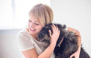 Frau-Dr.-Eva-Kühnemund-hund Frau Dr. Eva Kühnemund