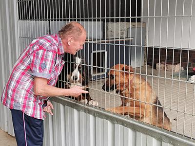 troeger-kaefig-hunde-klein Wir trauern um Joachim Tröger